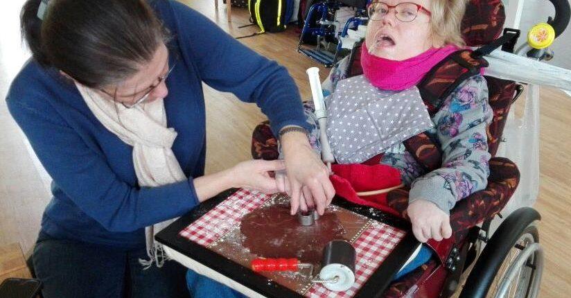Plätzchen backen mit behinderten Kindern
