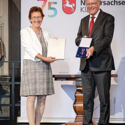Niedersächsischer Verdienstorden für Rotraut Schiller-Specht